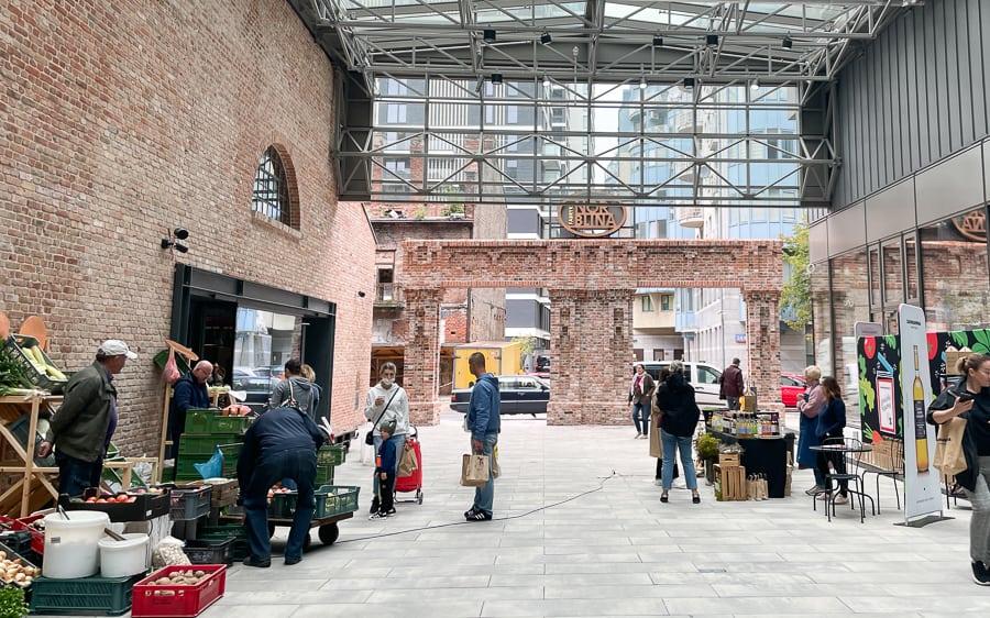 Największy bazar z ekologicznymi warzywami i owocami w Warszawie Fabryka Norblin