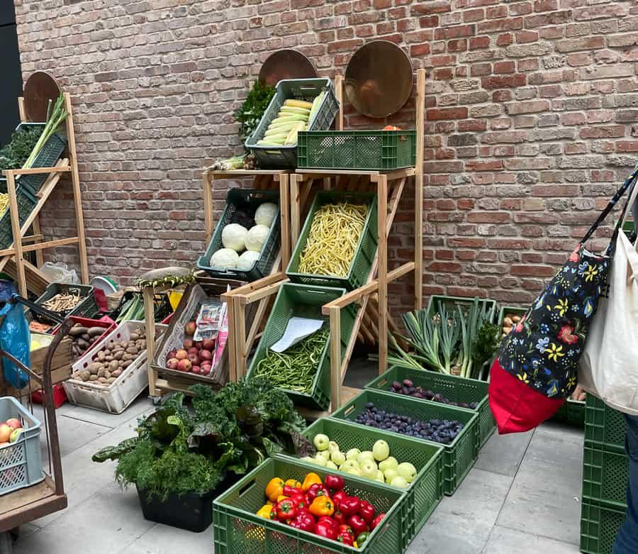 Najlepszym źrodłem świeżych owoców są lokalne bazary, ekologiczne sklepy, kooperatywy i działkowicze