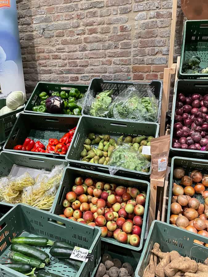 Targ warzyw i owoców w Fortecy  odbywa się w środy