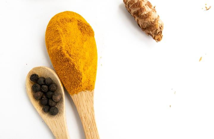 jeśli do zalecanej dawki kurkumy dodasz ¼ łyżeczki pieprzu poziom kurkuminy w krwi może wzrosnąć nawet o2000%.