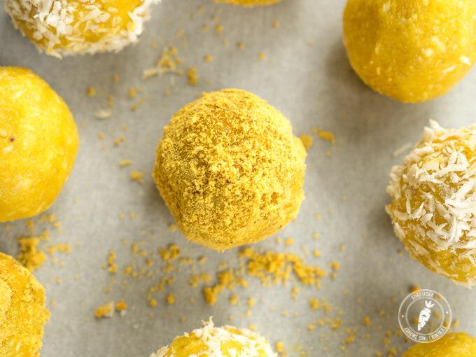 kurkuma i pyłek pszczeli w kulkach mocy o smaku cytrynowym