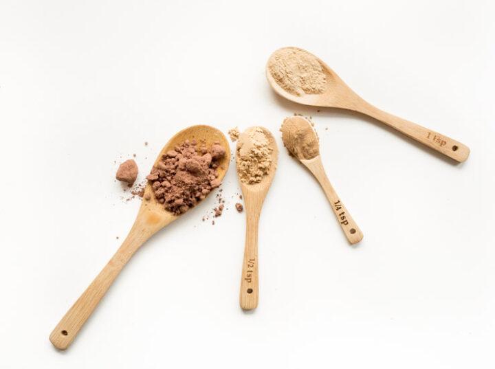 Do gorącej czekolady można adaptowany jak maca, ashwangada czy He Shou Wu. Rośliny o właściwościach adaptogennfch przygotowują organizm do radzenia sobie z negatywnymi skutkami stresu, takimi jak stany zapalne, wyczerpanie, niski poziom energii, czy zaburzenia równowagi hormonalnej.