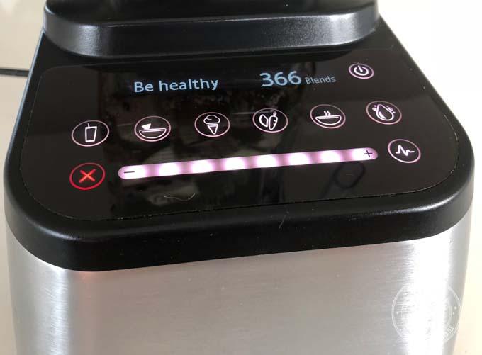 Blender wysokoobrotowy Blendtec Designer 725 posiada automatyczne programy, w których prędkość blendowania jest dostosowywana do każdego dania indywidualnie