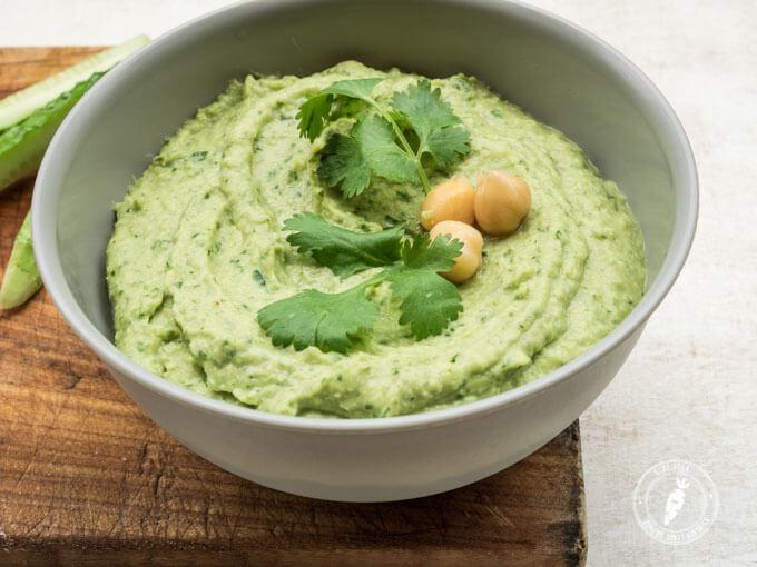 szybki przepis na domową pastę z ciecierzycy o smaku ziołowym