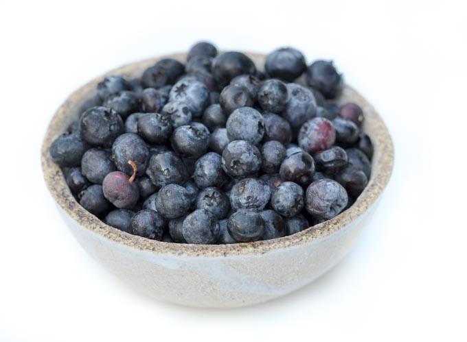 Owoce i warzywa naturalnie nawilżają oczy i dostarczają niezbędne dla zdrowia oczu związki jak antocyjany, luteina i zeaksantyna