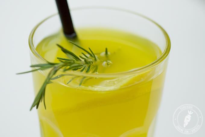 domowa lemoniada z rozmarynem