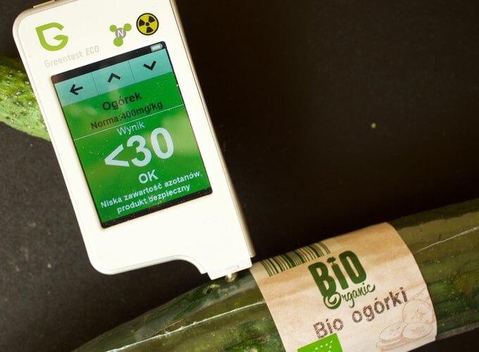 czy warto kupować ekologiczne warzywa i owoce z supermarketu? Okazuje się, że warto