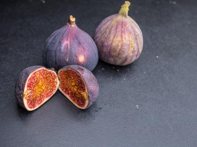 świeżą figę można zjadać w całości ze skórką