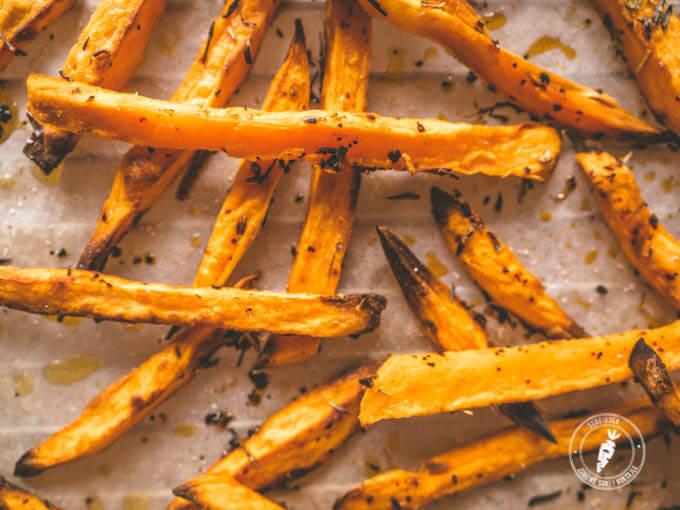 Pomysł na pieczone bataty czyli jak zrobić frytki ze słodkich ziemniaków?