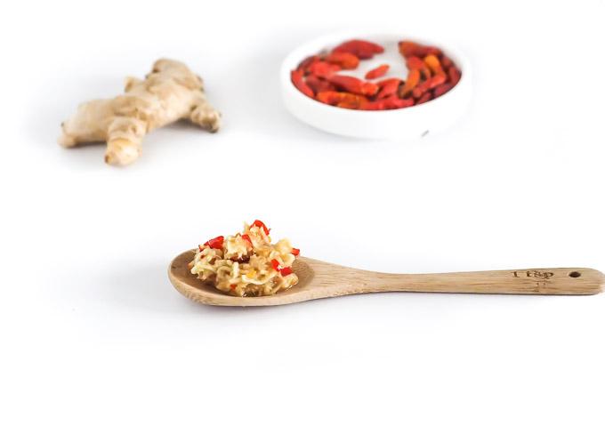jeśli łapie Cię przeziębienie wypróbuj mieszankę: imbiru, chilli i miodu
