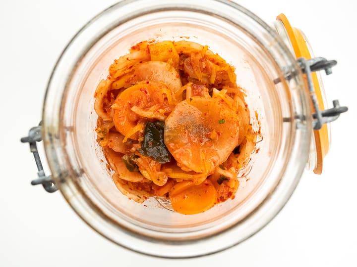 Warto przygotować kimchi w domu. To gwarancja najlepszych składników i duża oszczędność.