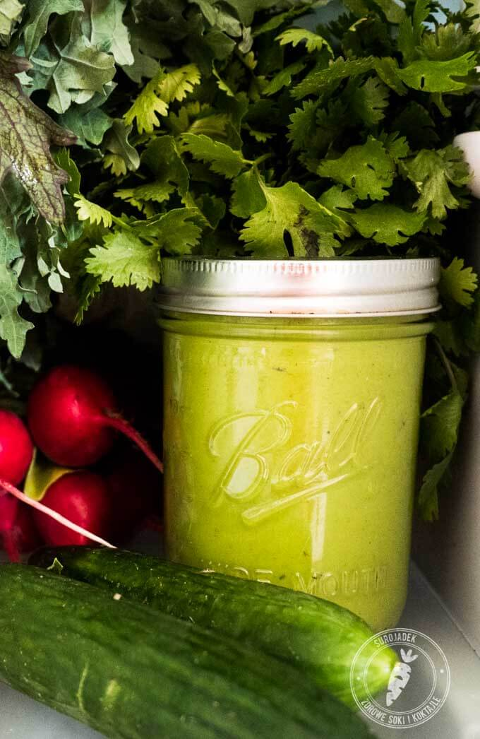 gotowy dressing z awokado i kolendrą można przechowywać w lodówce 1-2 dni