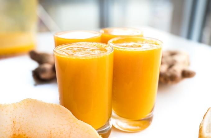 Wystarczy dodać dodatkową pomarańczę czy marchewkę. Innym sposobem na złagodzenie smaku jest rozcieńczenie shota wodą i dodaniem odrobiny miodu.