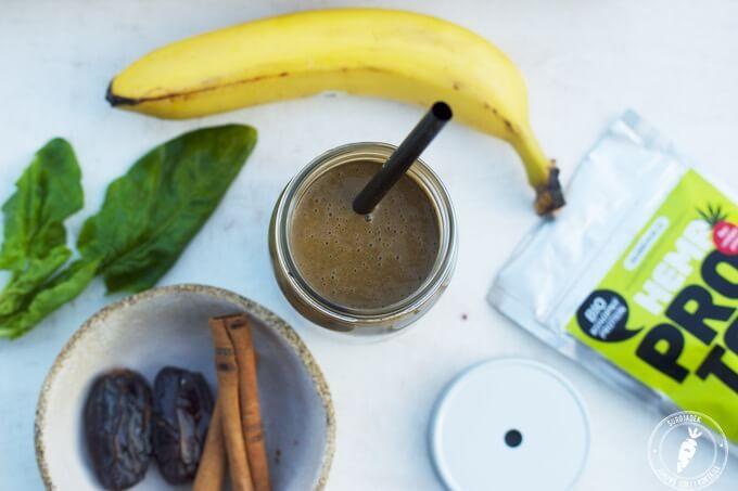 koktajl cynamonowo-czekoladowy z białkiem konopnym