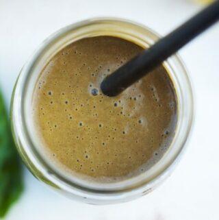 zielony koktajl wysokobiałkowy z białkiem konopnym