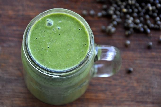 Koktajl z papaja możesz przygotować na bazie mleka roślinnego lub wody filtrowanej. Inną alternatywą jest woda kokosowa