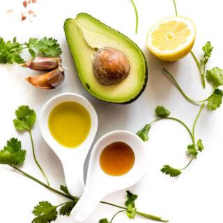 jak szybko zrobić dressing do sałatki z awokado i kolendrą?