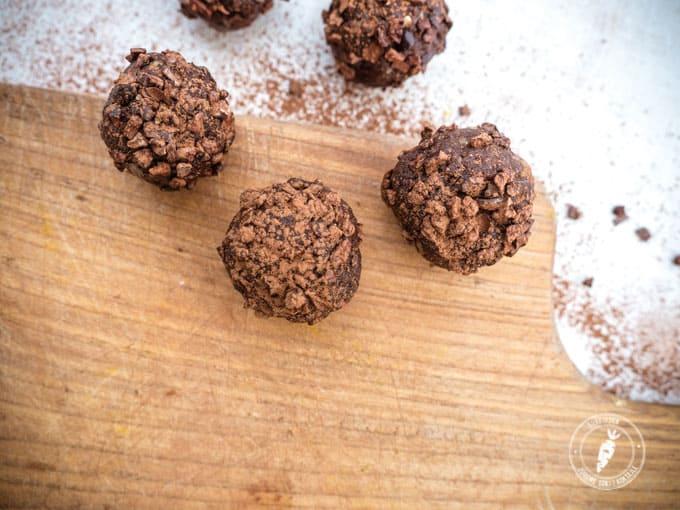 Kulki czekoladowe z orzechów i surowego kakao