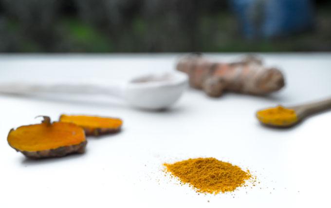 Naukowcy udowodnili, że aktywne związki takie jak kurkumina, zawarte w kurkumie mogą być alternatywą lub uzupełnieniem dla niektórych leków przeciwbólowych, leków na depresję czy cukrzycę.