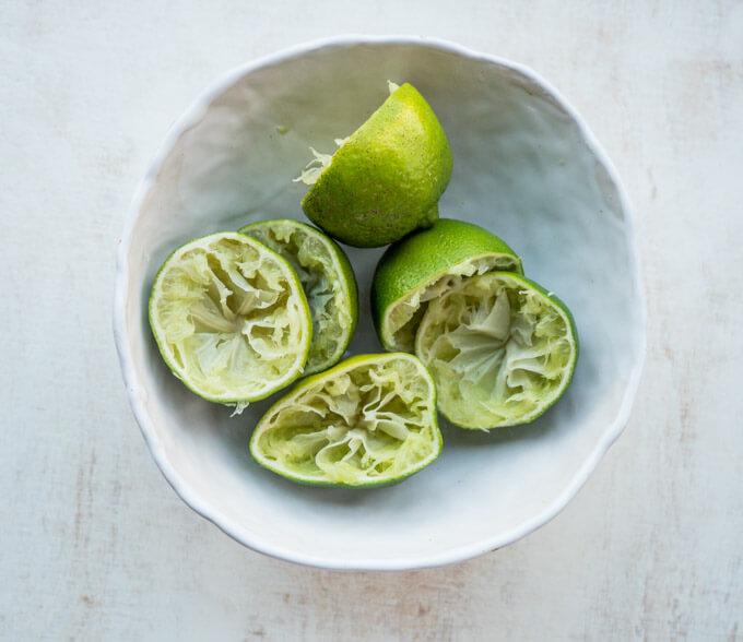 limonka to owoc mniej soczysty niż cytryna ale bardziej aromatyczny