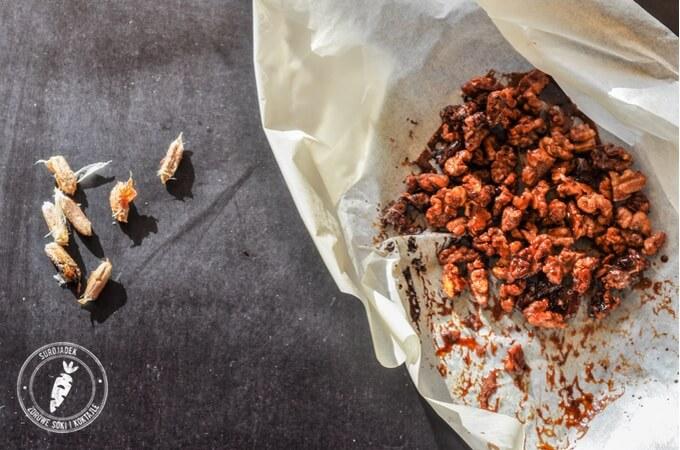 zdrowa pyszna przekąska karmelizowane orzechy włoskie