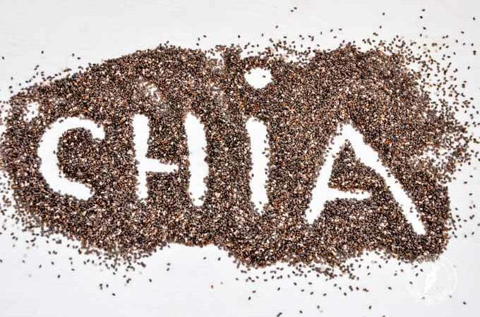 Co kryją nasiona chia? Jak je jeść? Czy są lepsze od siemienia lnianego?