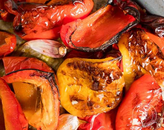 Wystarczy świeża papryka, odrobina oliwy i 30 minut by przygotować pieczoną paprykę