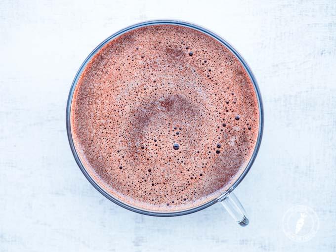 prosty przepis na czekoladę do picia na bazie mleka rośłinnego