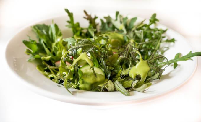 zielony sos sałatkowy cytrynowo-kolendrowy