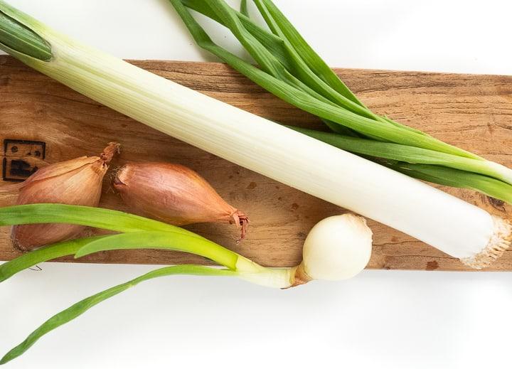 Kimchi można przygotować z różnych składników, warto poeksperymentować, by stworzyć swoją ulubioną wersję tej koreańskiej kiszonki.