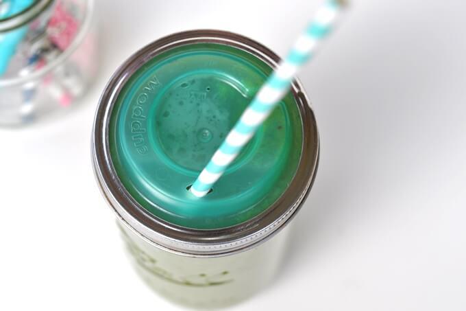 słoik Ball z dziubkiem do picia zielonych koktajli i soków