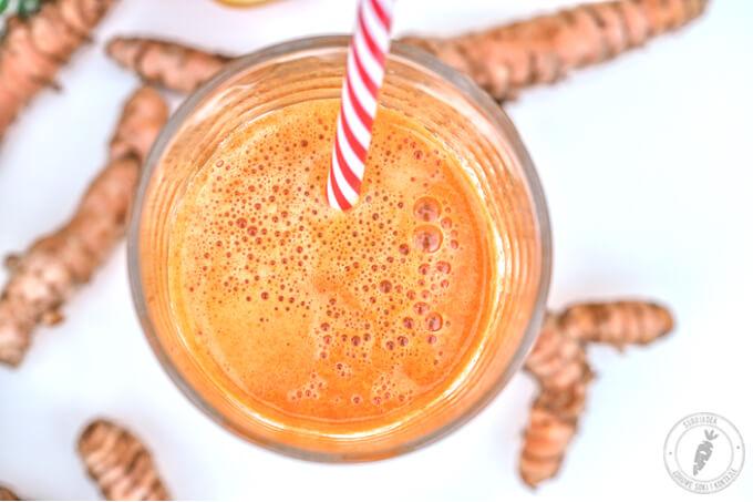 świeżo wyciskany sok z wyciskarki pełen beta karotenu i witaminy c