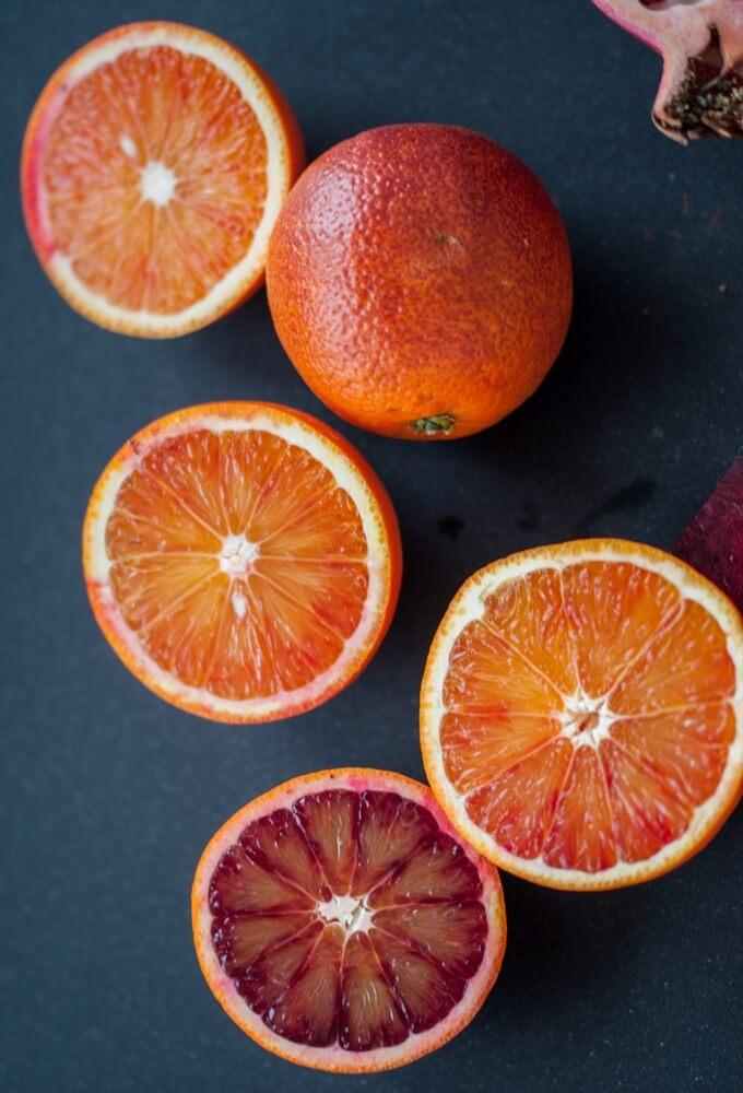 Świeży sok z pomarańczami