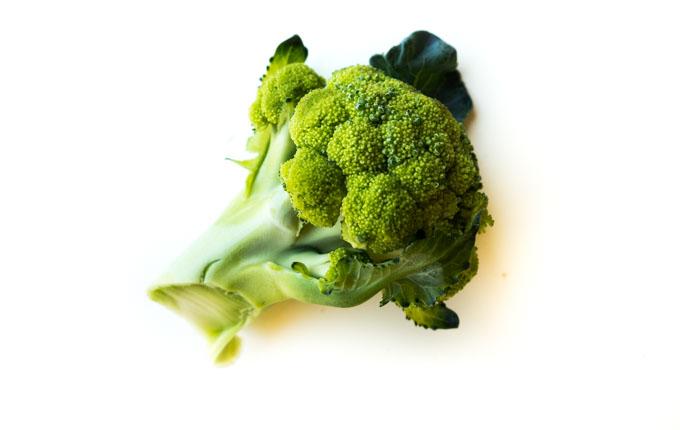 prosty przepis na przemycenie brokuła w postaci wyciskanego soku