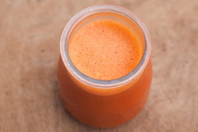 wyciśnięty sok marchewkowy dla zdrowia