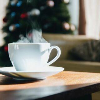 zielona herbata, imbir i herbaty ziołowe to naturalne sposoby na przejedzenie się