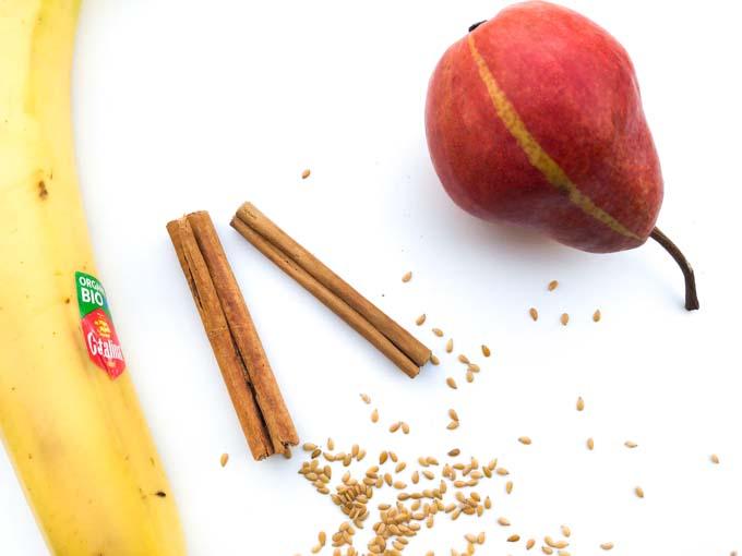 składniki zielonego smoothie z bananem i gruszką